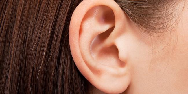 耳 ニキビ